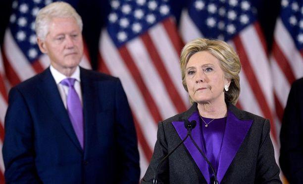 Hillary Clinton ja tämän kampanjan johtohenkilöt eivät kuunnelleet Bill Clintonia, joka ajautui huutokilpailuun vaimonsa kanssa juuri ennen vaaleja.
