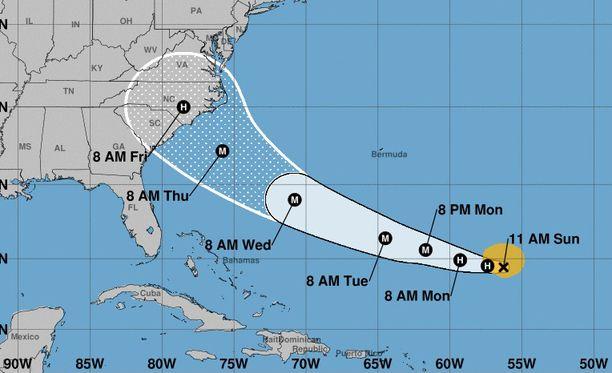 Florencen odotetaan iskevän Carolinan rannikolle torstaina jopa korkeimman kategorian myrskynä. Florida tulee ennusteiden mukaan selviämään vähemmällä.