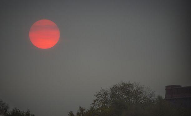 Aurinko näytti verestävältä tiistaiaamuna.