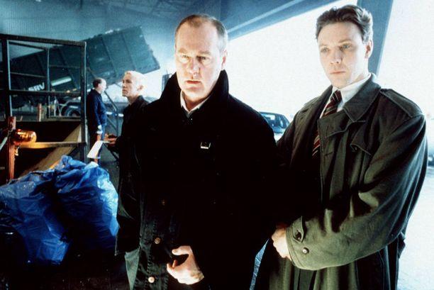 Persbrandt tunnetaan Suomessa esimerkiksi Gunvald Larssonin roolista Beck-sarjassa. Kuvassa myös Martin Beckiä näyttelevä Peter Haber.