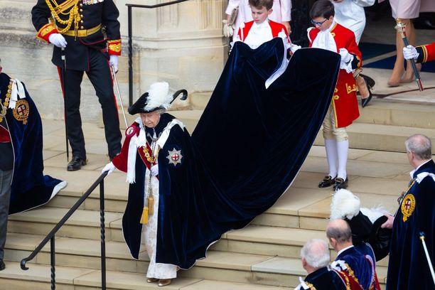 Kuningatar Elisabetin tyylinäyte.