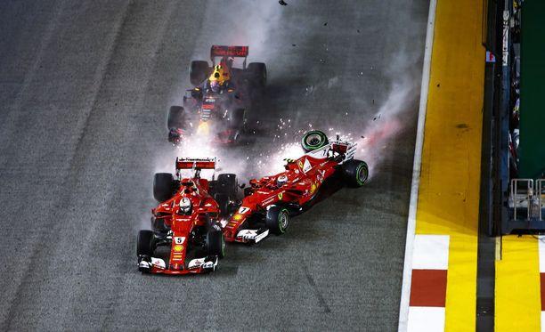 Ferrari-kuskien oma hölmöily koitui Vettelin kohtaloksi noin vuosi sitten.