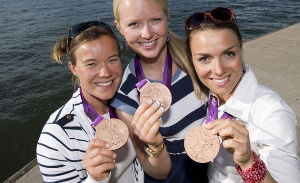 Silja Kanerva, Mikaela Wulff ja Silja Lehtisen hakivat pronssia Lontoosta viime kesänä.