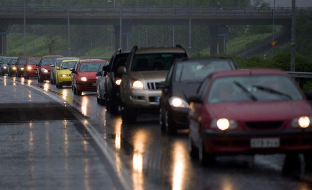 Liikennekuolemat lisääntyivät jonkin verran.