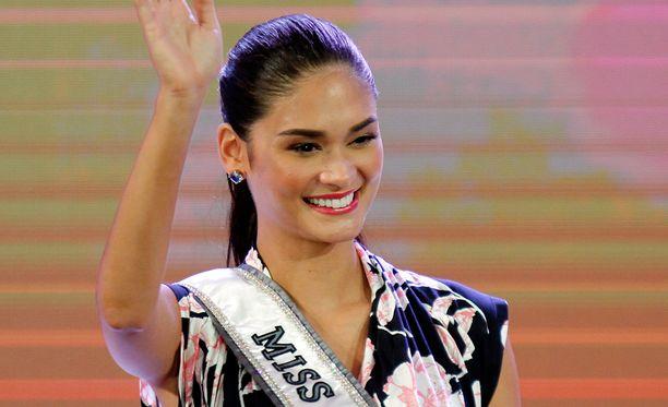 Hallitseva Miss Universum saapui tervehtimään yleisöä.