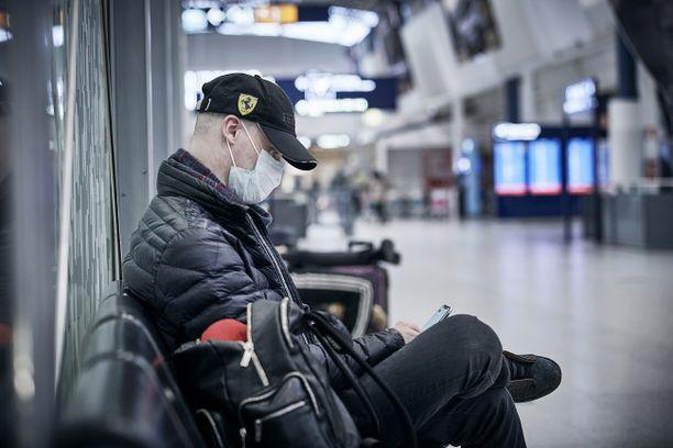 Finnair edellyttää lentomatkustajien käyttävän kasvomaskia ensi viikosta alkaen.
