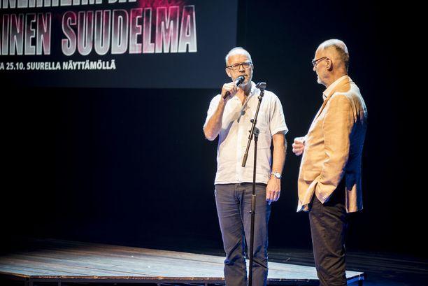 Mannerheim ja saksalainen suudelma -näytelmän ohjaaja Kari Heiskanen ja kirjoittaja Juha Vakkuri Helsingin Kaupunginteatterin syyskauden avajaisissa.