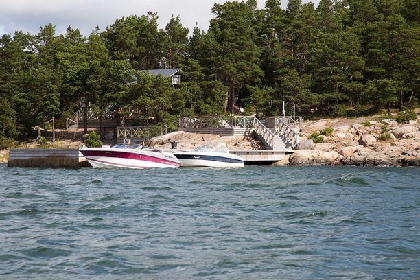 Turun saaristossa on käynnissä viikonloppuna talousrikostutkintaan liittyvä suuroperaatio.