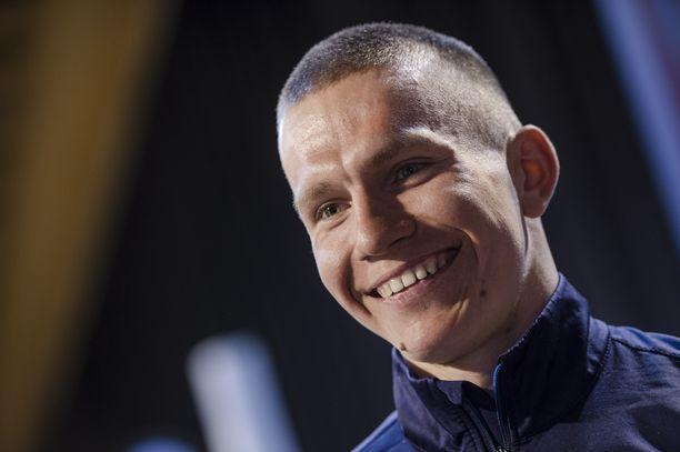 Aleksander Bolshunov virnuili tiistaina Itävallassa Iltalehden haastattelussa.
