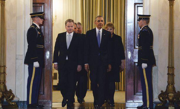 Niinistö pääsi marssimaan sisälle Valkoiseen taloon ensimmäisenä Obaman kanssa.
