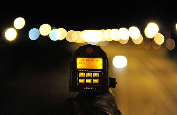 Poliisimies todisti käräjillä, että syytetty ajoi 144 kilometriä tunnissa. Arkistokuva, joka ei liity tapaukseen.
