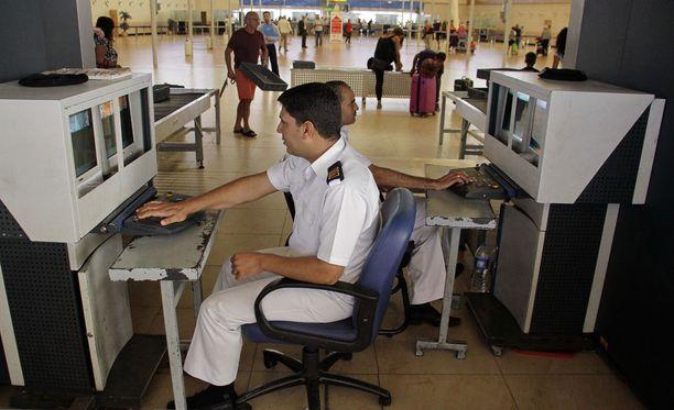 Egyptin medioiden mukaan Sharm el-Sheikhin lentokentällä ei näkynyt epäilyttävää toimintaa ennen venäläiskoneen lähtöä.