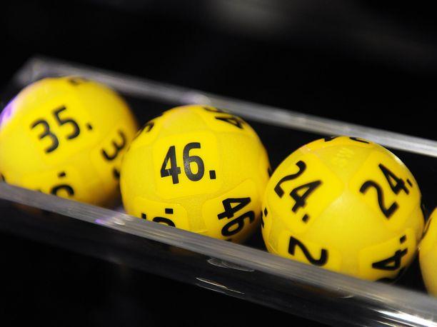 Suomen suurimmat Eurojackpot-voitot menivät Jyväskylään sekä 10 pelaajan nettiporukalle eri puolille maata.