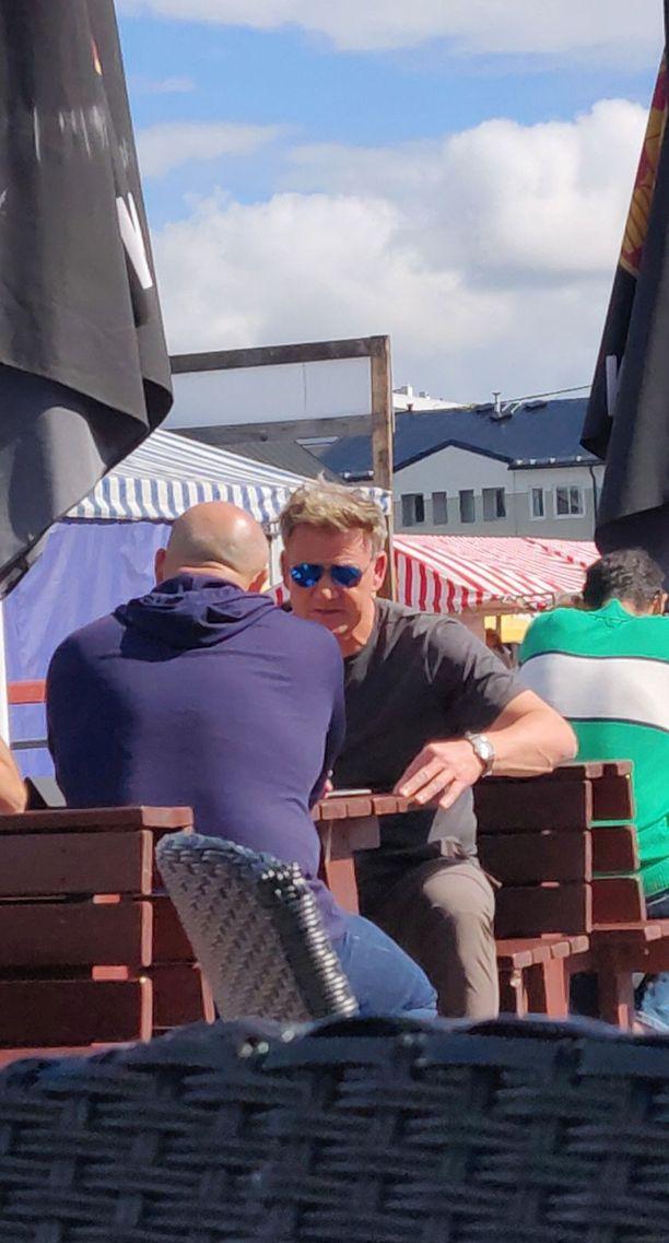 Gordon Ramsay suhtautui ystävällisesti häntä lähestyneisiin faneihin.