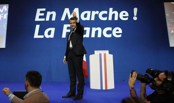 En Marche nosti Emmanuel Macronin kakkoskierrokselle.
