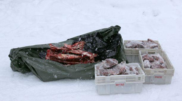 Kotietsinnässä poliisi löysi 60 kiloa hirvenlihaa. Lihat huutokaupataan perjantaina.