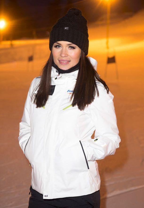 Miss Helsinki –kilpailun omistaja ja koordinaattori Martina Aitolehti lupaa, että loppukilpailusta tulee näyttävä kaikkine show-elementteineen. – Tytöt ovat finaalikiertueen aikana kehittyneet ja kaunistuneet kovasti, hän kiittää.