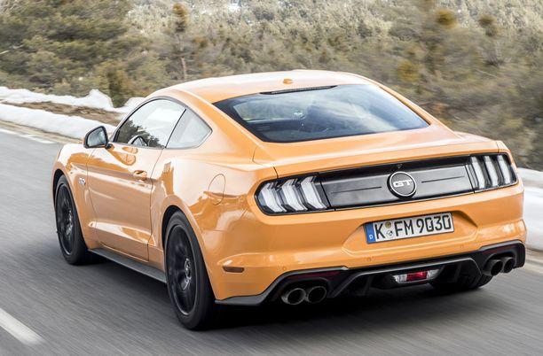 Mustang viihtyy mutkaisilla asvalttiteillä.