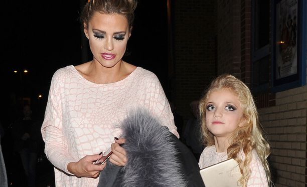 Tästä Katie Pricen ja Princess-tyttären kuvasta kohu sai alkunsa.