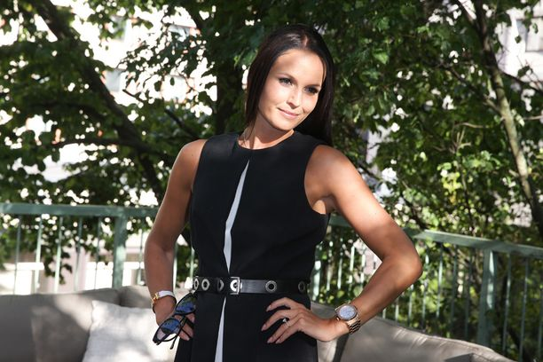 Minttu Virtanen suunnittelee parhaillaan kesähäitä kihlattunsa Kimi Räikkösen kanssa.