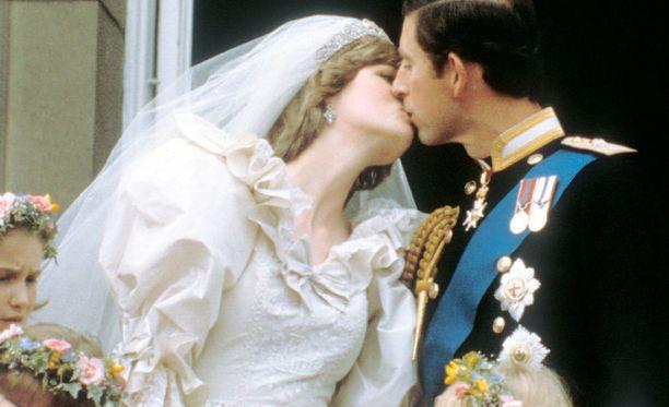 Prinsessa ja prinssi antoivat kansalle mitä se halusi, mutta pinnan alla molemmat olivat epätoivoisia.