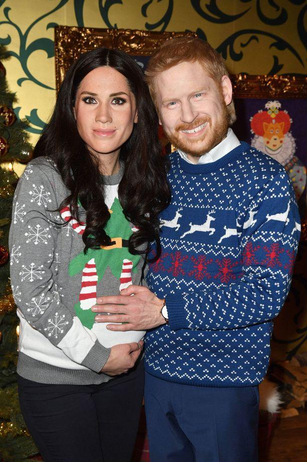 Meghan ja Harry -nuket henkivät joulutunnelmaa.