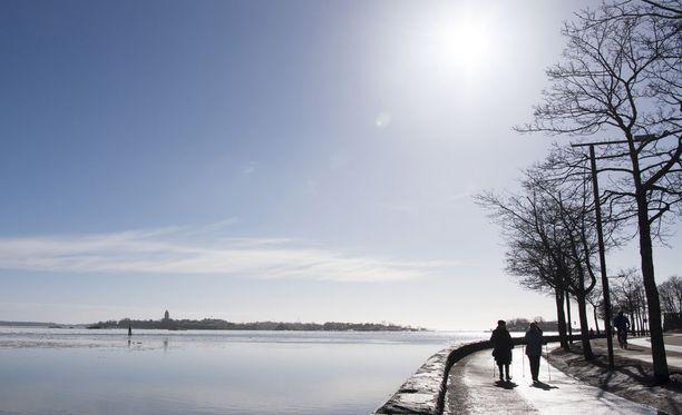 Sään lämpeneminen tyssää viikonviahteessa, meteorologi ennustaa.