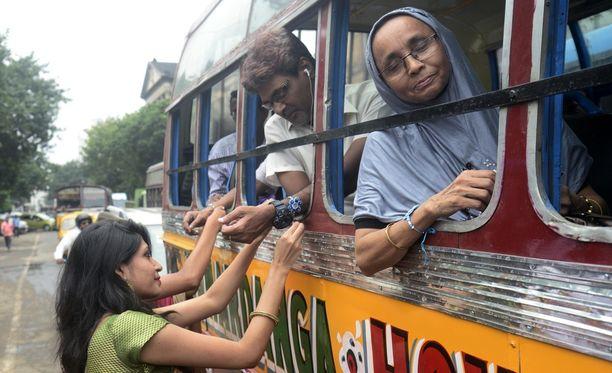 Linja-auto oli matkalla Delhiin, mutta se pakotettiin pysähtymään poliisiasemalle ennen määränpäätä. Kuvituskuva.