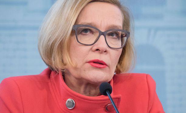 Sisäministeri Paula Risikko (kok).