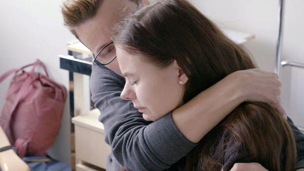 17-vuotias Roosa joutuu isoon skolioosileikkaukseen.