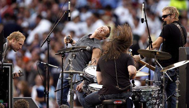 3 Doors Down esiintyi heinäkuussa Yankee-stadionilla New Yorkissa.