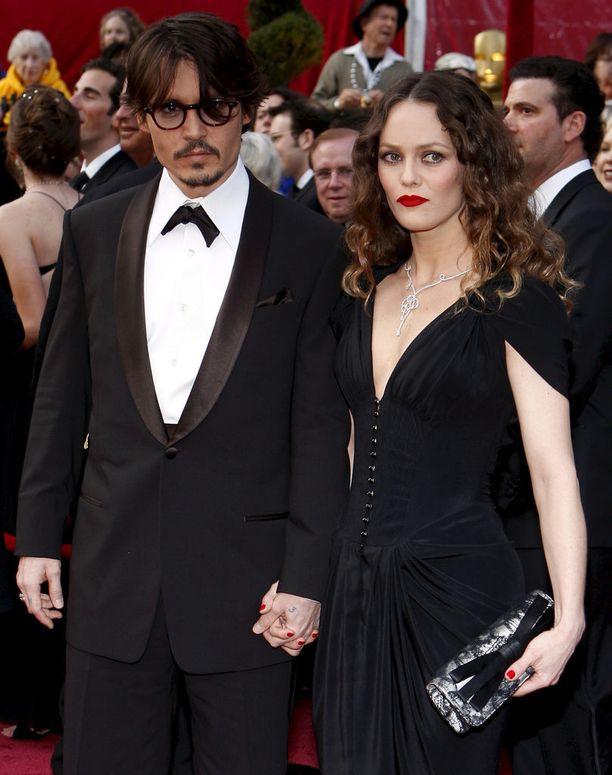 Paradis oli pitkässä suhteessa näyttelijä Johnny Deppin kanssa. Kuvassa pari vuoden 2008 Oscar-gaalassa.