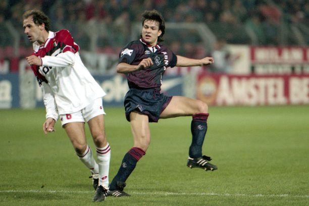 Ajax voitti Mestarien liigan alkulohkonsa edellisen kerran syksyllä 1995. Jari Litmanen (vas) oli joukkueen tähti jo edellisenä keväänä, kun Ajax kävi kaatamassa AC Milanin San Sirolla.