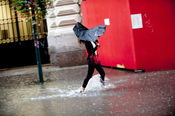 Päivän sademäärä voi olla 10 millimetriä Kainuussa ja Pohjois-Karjalassa.