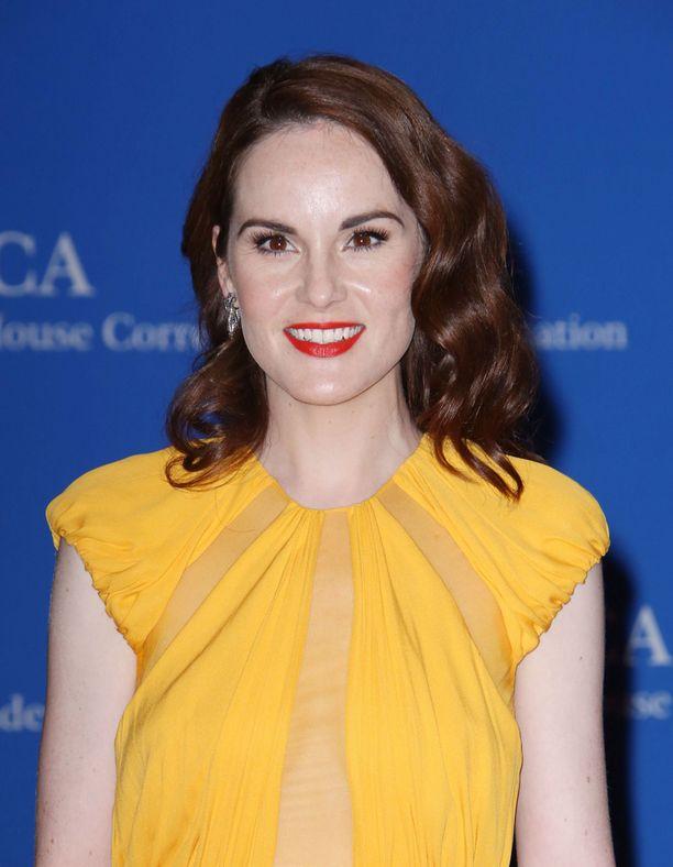 Hymyileväinen Michelle Dockery juhli Valkoisen talon illallisilla pirtsakan keltaisessa juhlamekossa.