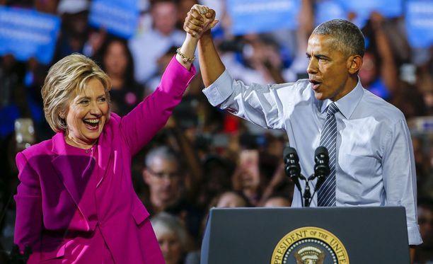 Yhdysvaltain presidentti Barac Obama osoitti tukensa Hillary Clintonille vaalikampanjatilaisuudessa Pohjois-Carolinassa.