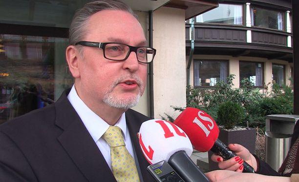 Antero Laukkanen (kd) ja muut rukoilivat Timo Soinin tervehtymisen puolesta keskiviikkona.