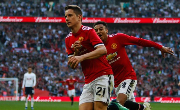 Ander Herrera juhli voittomaaliaan Wembleyllä.