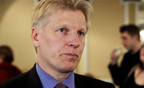 Keskustan Kimmo Tiilikainen ei katso hyvällä Vapaavuoren irtiottoa.