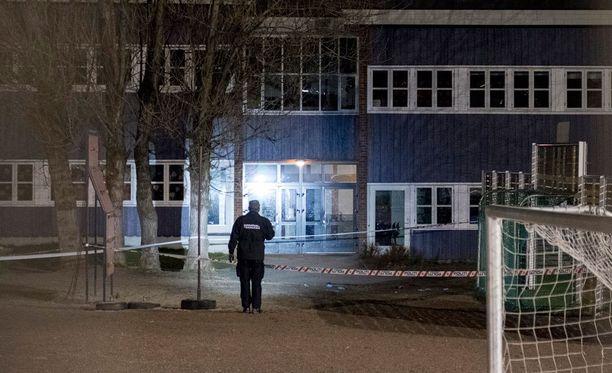Nainen ja poika puukotettiin maanantaina kuoliaiksi koulualueella Kristiansandissa Etelä-Norjassa.