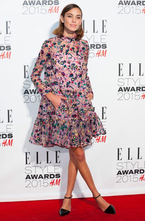 Alexa Chung tunnetaan tyttömäisen trendikkäästä pukeutumistyylistään.