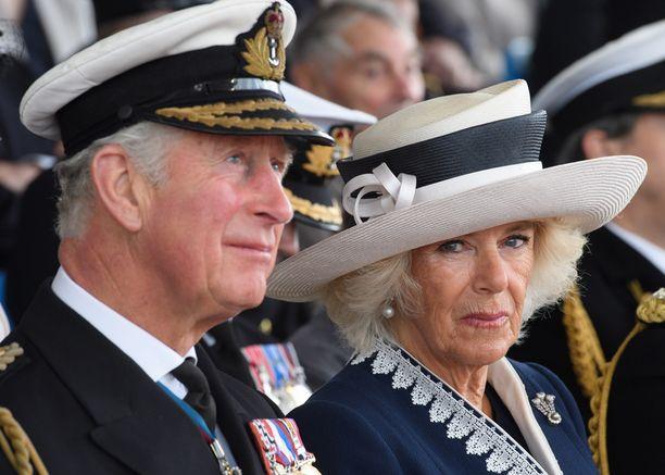 Charlesin ja Camillan suosio on pohjalukemissa.