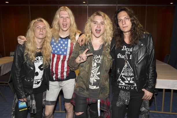 Helsinkiläisbändi Santa Cruz on niittänyt mainetta muun muassa esiintymällä Motörheadin legendaarisella Karibian-risteilyllä.
