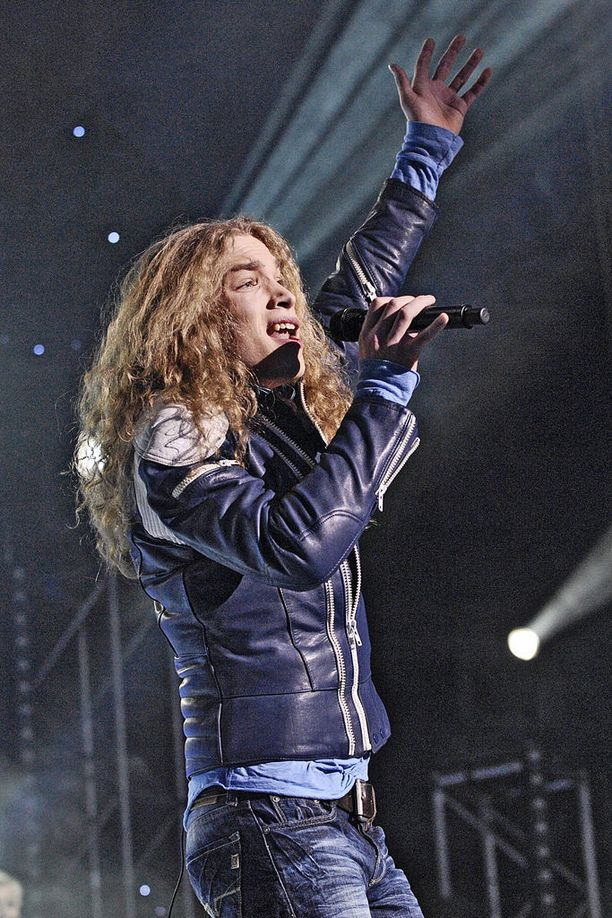 Tämä Idols-ajan lookiin kuulunut pitkä ja kihara tukka jäi monien katsojien mieleen.