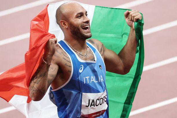 Lamont Marcell Jacobs pääsi juhlimaan kisojen toista kultamitaliaan.