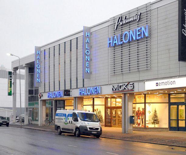 Halosten perheyritykseen kuuluu jo 22 liikettä. Seinäjoen myymälä on kuvattu 2008.