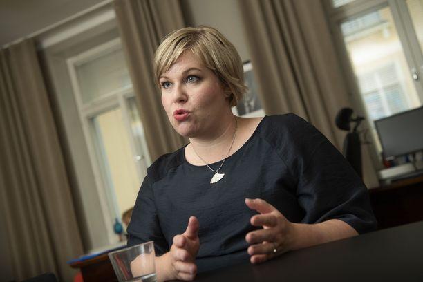 Ministeri Saarikko kannattaa ministeri Kiurun koronaesityksiä.