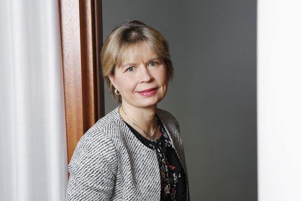 EK:n asiantuntijalääkäri Auli Rytivaara uskoo yritysten vastuullisuuteen koronatoimissa.