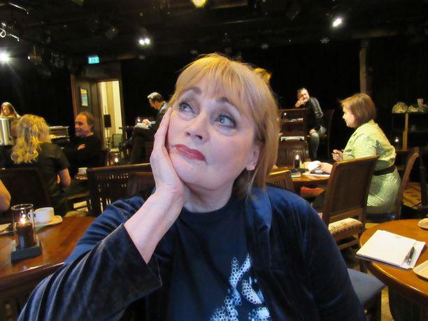 Musiikin moniosaaja Irina Milan lauloi iki-ihanan Cats-musikaalin kissaroolin Helsingin Kaupungin teatterissa 1986, nyt ensi syksynä Tampereen Teatterissa. Laulajatar täyttää syksyllä 70.