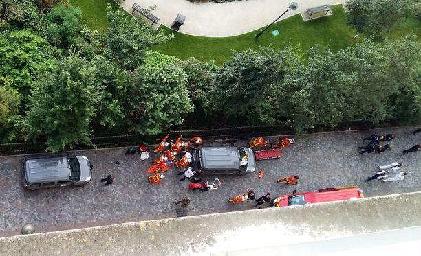 Pariisin esikaupunkialueella on ajettu sotilaiden päälle aamukahdeksalta keskiviikkona.